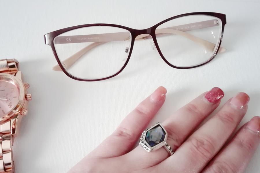 Eu já uso óculos talvez há uns 10 anos, inicialmente apostei óculos muito  simples e discretos da MultiOpticas, depois escolhi uns em