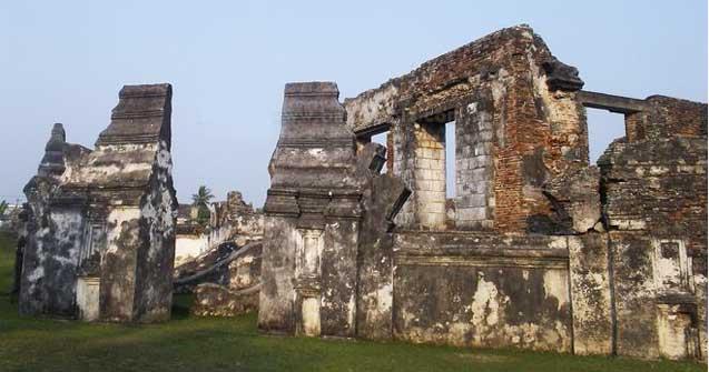 Remains of gates at Kaibon Banten