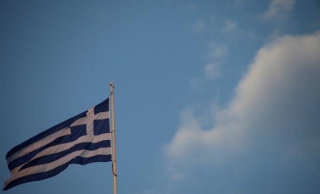 Guardian: Μόνο τον αέρα δεν έχουν φορολογήσει ακόμη στην Ελλάδα
