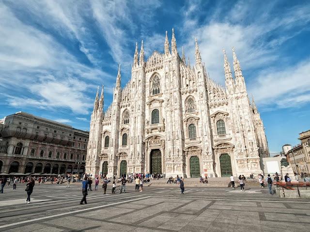 Catedral de Milão na Piazza Duomo