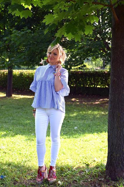 outfit camicia a righe con rouches e ricami floreali come abbinare una camicia a righe con rouches e ricami floreali idee outfit camicia a righe con ricami floreali  tendenze estate 2017 mariafelicia magno fashion blogger colorblock by felym fashion blogger italiane blog di moda outfit estivi outfit luglio 2017
