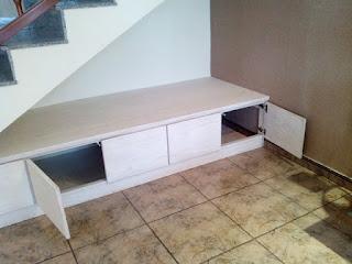 Mueble bajo escalera a medida en Zaragoza