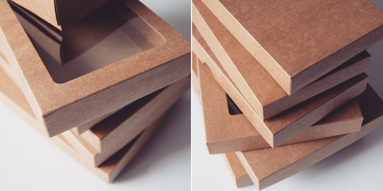 Pudełka z eko kartonu o wysokiej gramaturze.