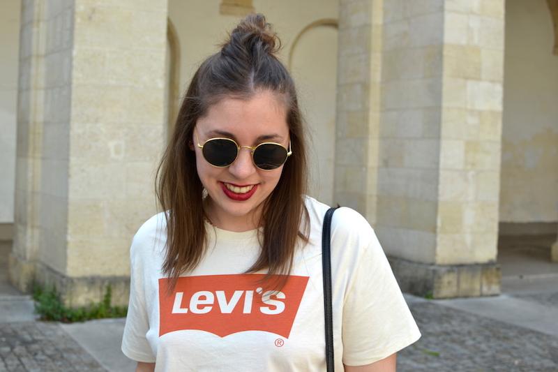 lunette style Ray Ban de chez H&M et t-shirt levi's homme