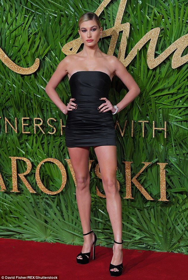 Hailey Baldwin barely conceals curves at the 2017 Fashion Awards