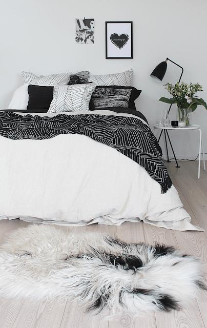 Спальня у чорно-білих кольорах