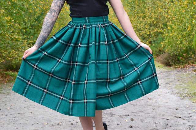 COLLECTIF VINTAGE JASMINE EVERGREEN CHECK SWING SKIRT