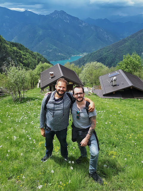The Social Traveler & Steven Herteleer at Dromae fields in Valle di Ledro