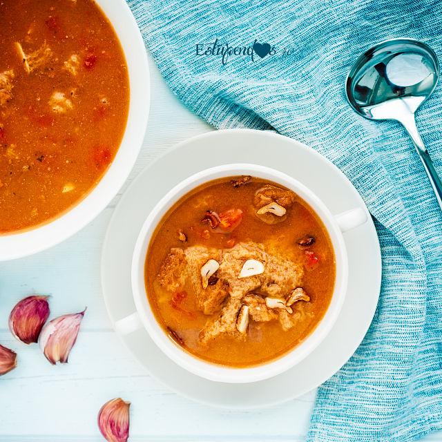 sopa-de-ajo-y-tomate