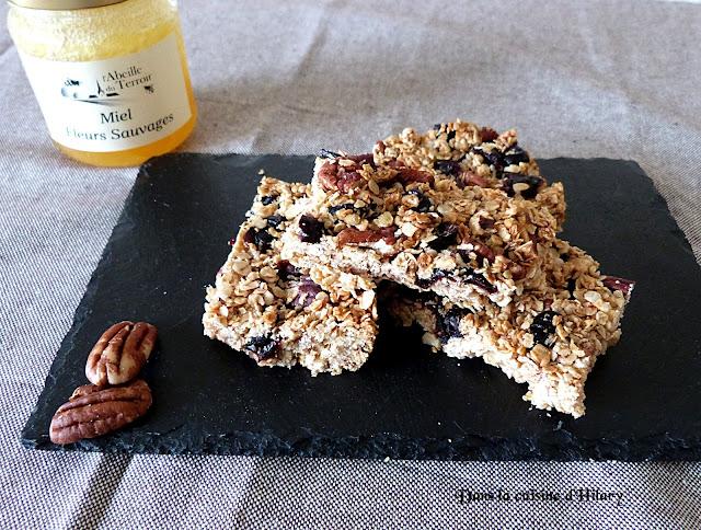 Granola barres aux miel, myrtilles et noix de pécan