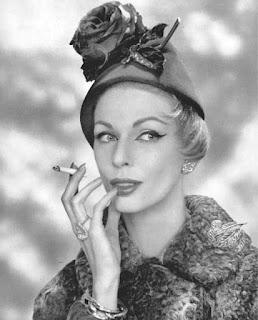 Chapéus pequenos eram usados nos anos 50
