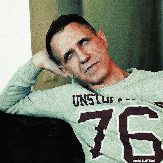 автор Константин Марино - российский писатель-антипод, действительный член Российского союза писателей (билет №8747)
