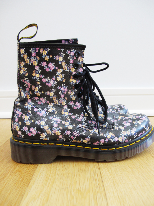 Wear your floral Doc Martens with a wide array of styles, whether you want to embrace your inner grunge girl or revive the retro-styled boots for an ultra-modern look with cigarette pants and a blouse.