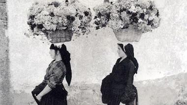 En la calle. Street flower sellers
