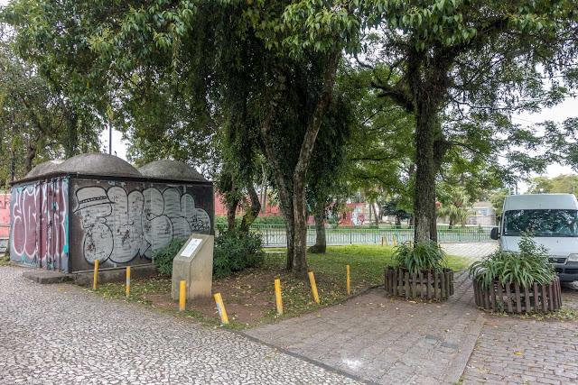 Banca de revistas fechada no Jardinete Lá Aun Engel