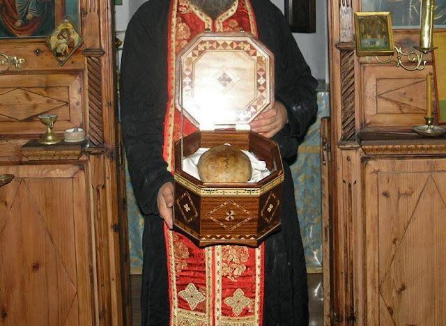 Η κάρα του αγιορείτου γέροντος Εφραίμ του Κατουνακιώτη http://leipsanothiki.blogspot.be/