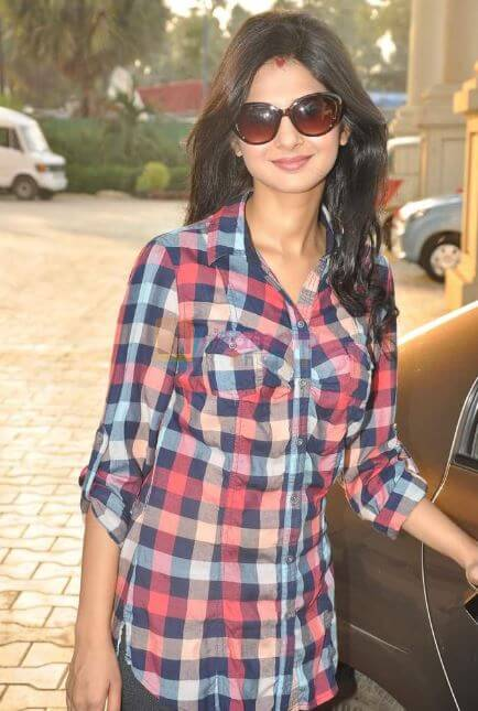Jennifer Winget in Jeans and Tops