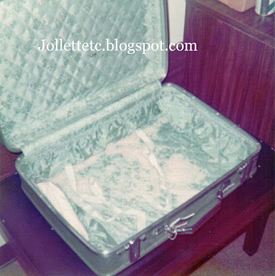 Suitcase full of rice https://jollettetc.blogspot.com