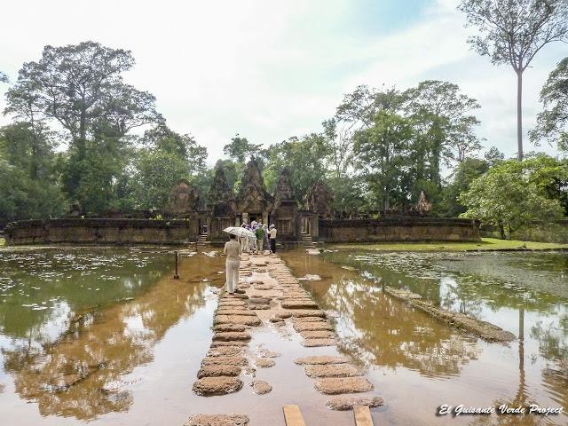 Banteay Srei, gopura este y acceso al segundo recinto - Angkor, Camboya por El Guisante Verde Project