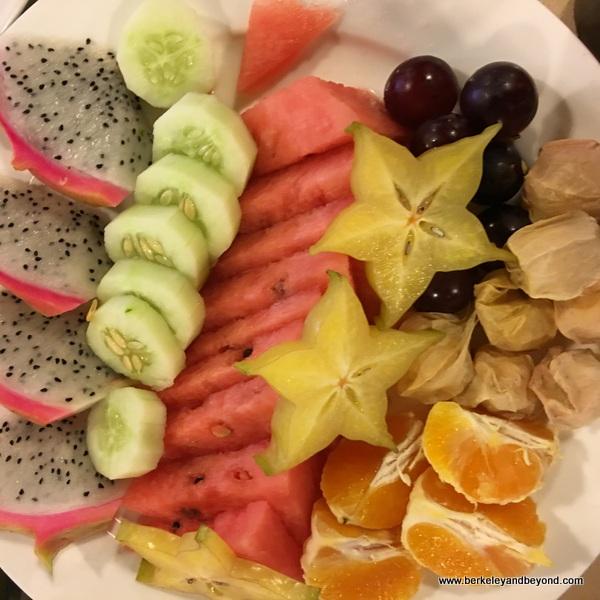 fruit plate at Tian Yi Jiao Restaurant in Wenzhou, China