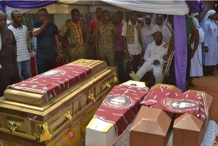 Heartbreaking!!! Man Buries His Wife and 3 Children on the Same Day in Anambra (Photos)