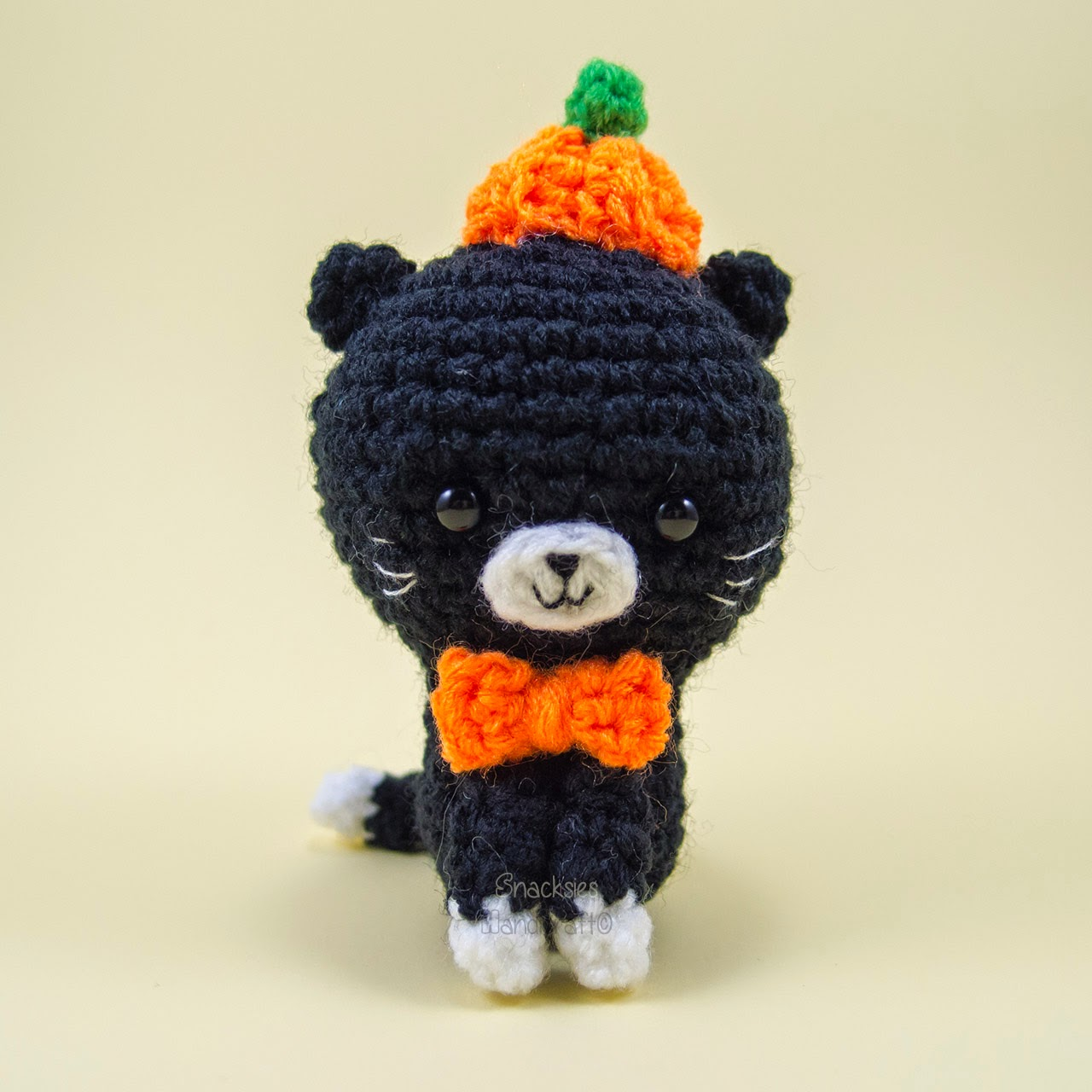 crocheted-halloween-cat-amigurumi