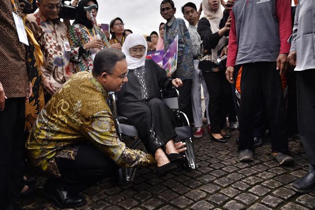 Gubernur Anies Resmi Luncurkan Kartu Jakarta Lansia