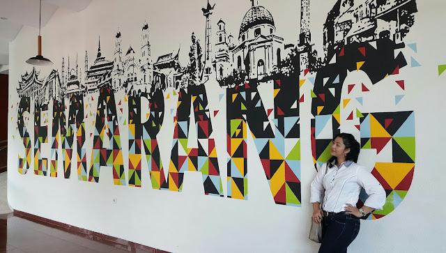 mural lobby rinjani view