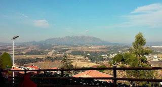 Montserrat-desde-parador-gelida-fieltro-y-burbujas