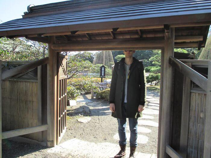 30 Time Tourists In Japan Were Too Tall For It