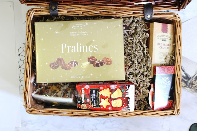 prestige hampers review, prestige hampers unboxing, prestige hampers christmas hamper, christmas hamper cheap uk, prestige hampers discount code, prestige hampers contact, christmas hamper uk order