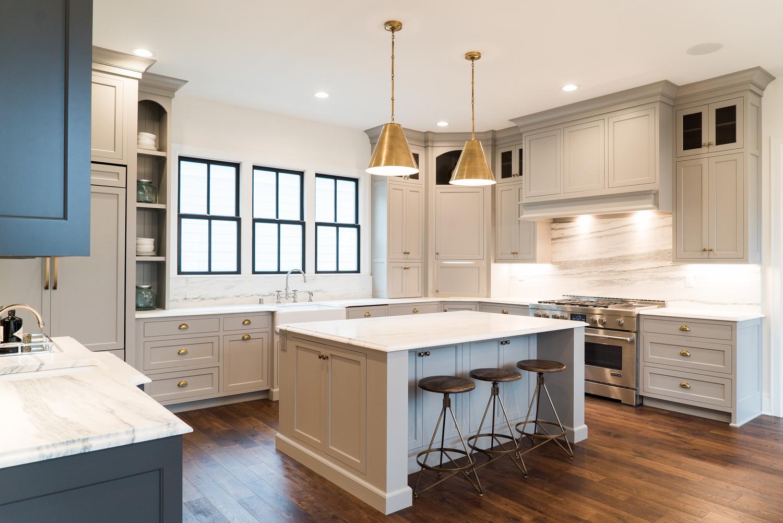 Кухонная мойка у окна дизайн