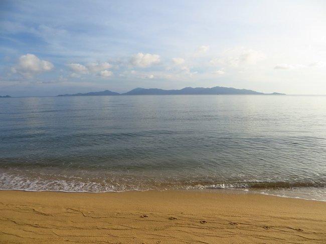 Спокойное море на пляже