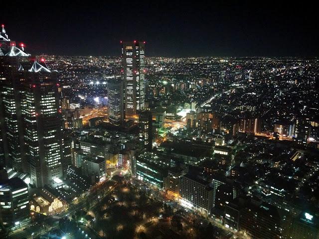 Tokyo iluminado desde el mirador gratuito de la torres del Ayuntamiento
