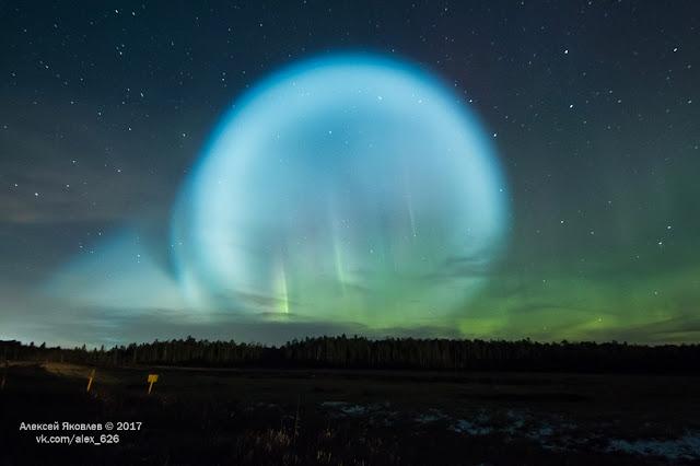 Quả cầu khổng lồ phát sáng rực rỡ trên bầu trời vùng Siberia của Nga. Hình ảnh: Alexey Yakovlev.