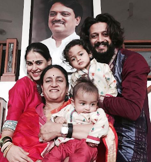 Riteish Deshmukh Family Wife Son Daughter Father Mother Marriage Photos Biography Profile