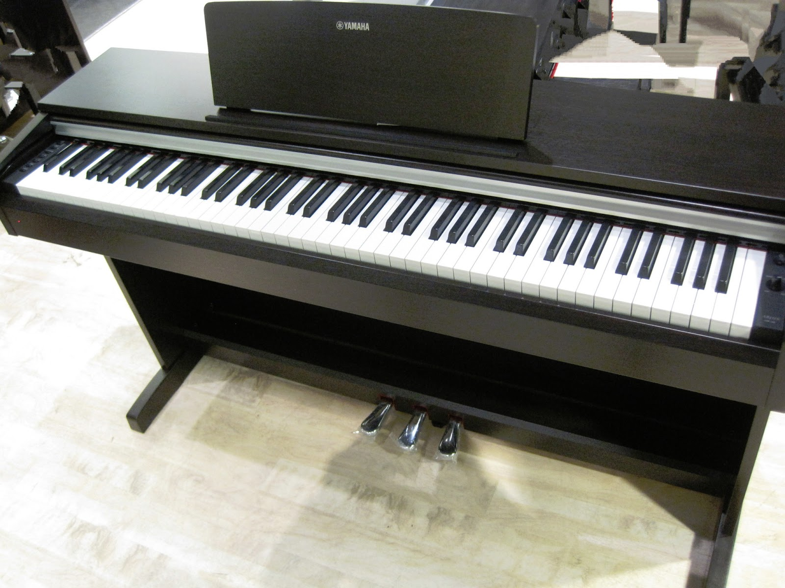 Az piano reviews review yamaha ydp142 ydp162 ydps51 for Yamaha piano com