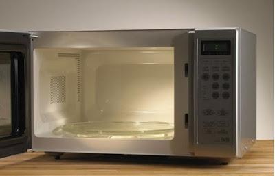10 Benda Yang Tak Boleh Masuk Microwave