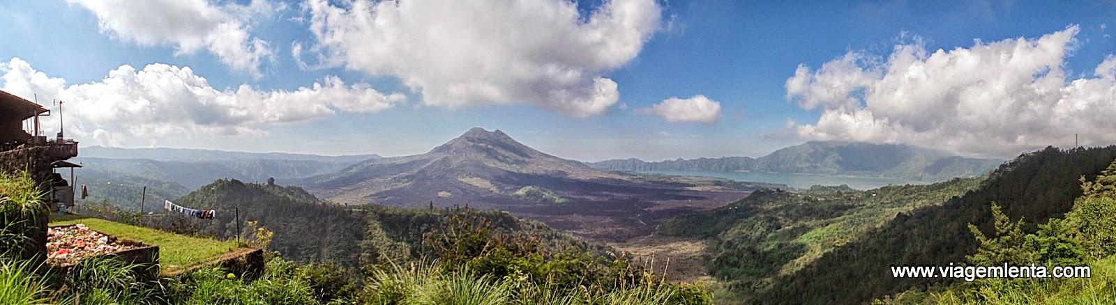 Viagem à ilha hindu de Bali, na Indonésia, com praias, templos, vulcões e cachoeiras e um voluntariado em um orfanato.