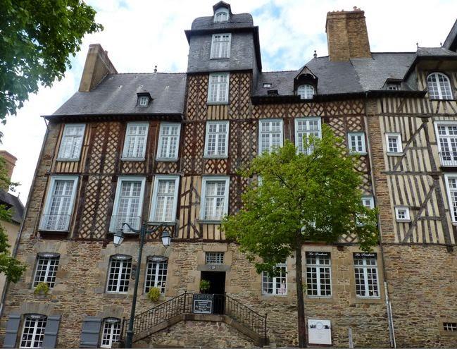 Place des Lices, Rennes.