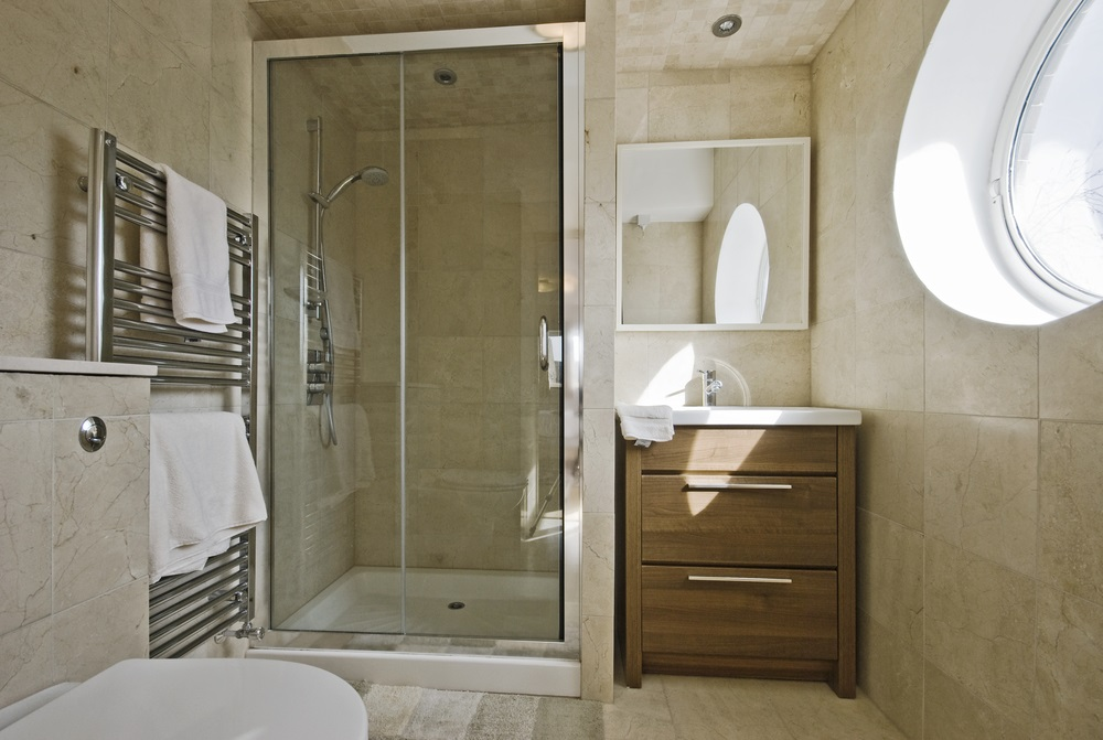 5 Different Types and Benefits of Bathroom Glass Shower Screens