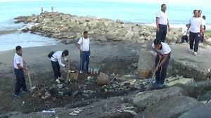 Mantap .. Pasukan TNI dan Pasukan US Navy Bekerjas sama  Bersihkan Pantai Padang - Commando