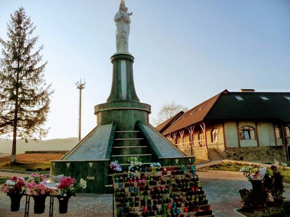 Гошевский Свято-Переображенский монастырь. Скульптура Богородицы