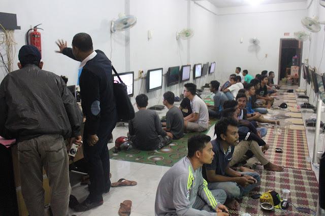 Pukul 22.00 wib, Warnet di Banda Aceh Harus Tutup