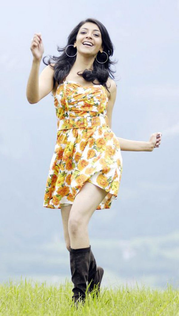 Kajal Agarwal Cute Looking Leg Show Photos