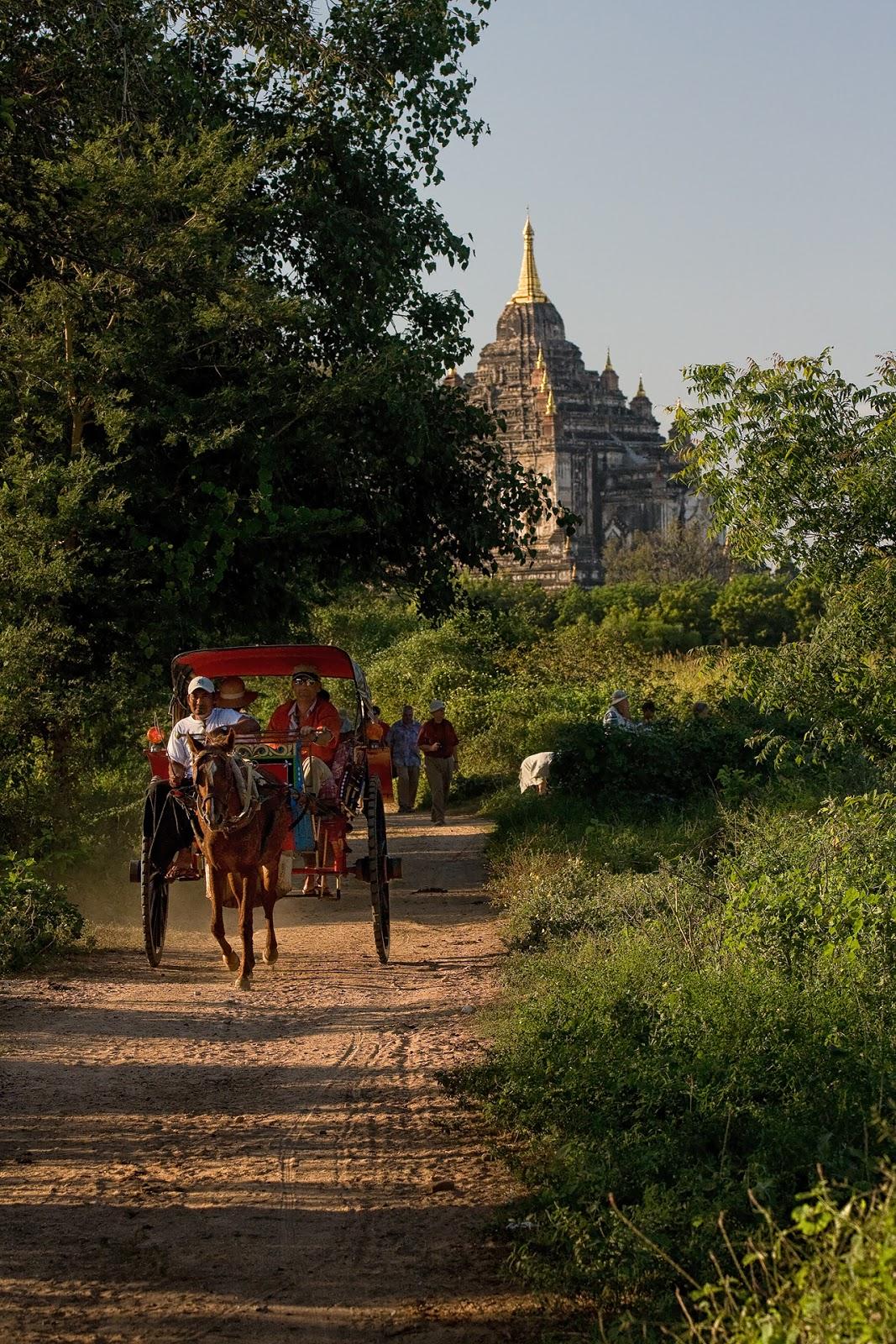 pagody,dorożki,ludzie,bydło,bagan,birma