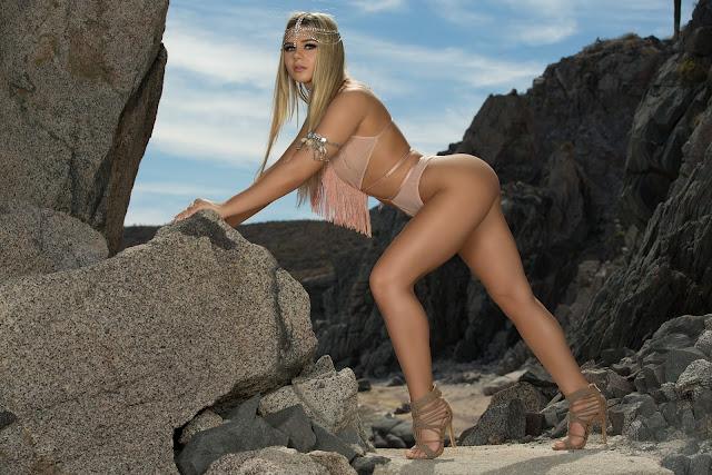 http://www.stripsolo.com/2017/07/tahlia-paris-in-sexy-siren.html
