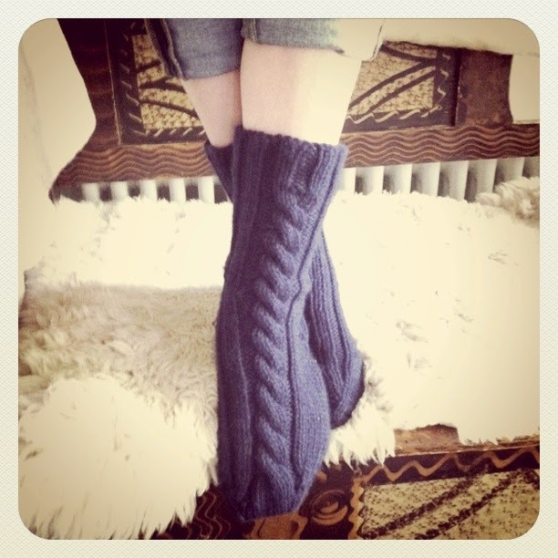 14eefbac20f8c Stitch me Softly...: Chunky Cabled ~left/right~ Socks - knitting pattern