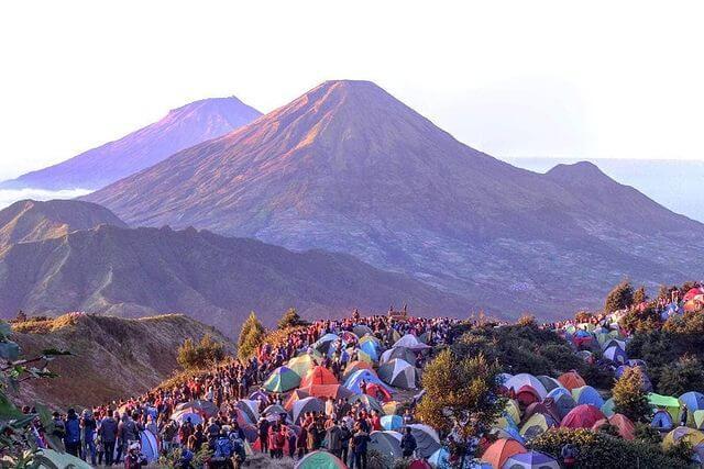 Pilih gunung yang ramai pendaki biar gak baper - foto instagram febriansyah.f04