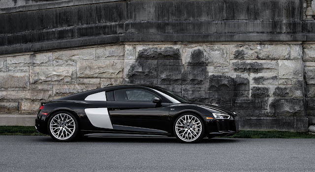 2017 Audi R8 V10 Side Black Wallpaper